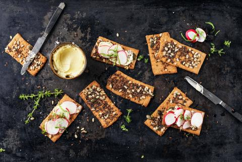 Crispbread with thyme and honey
