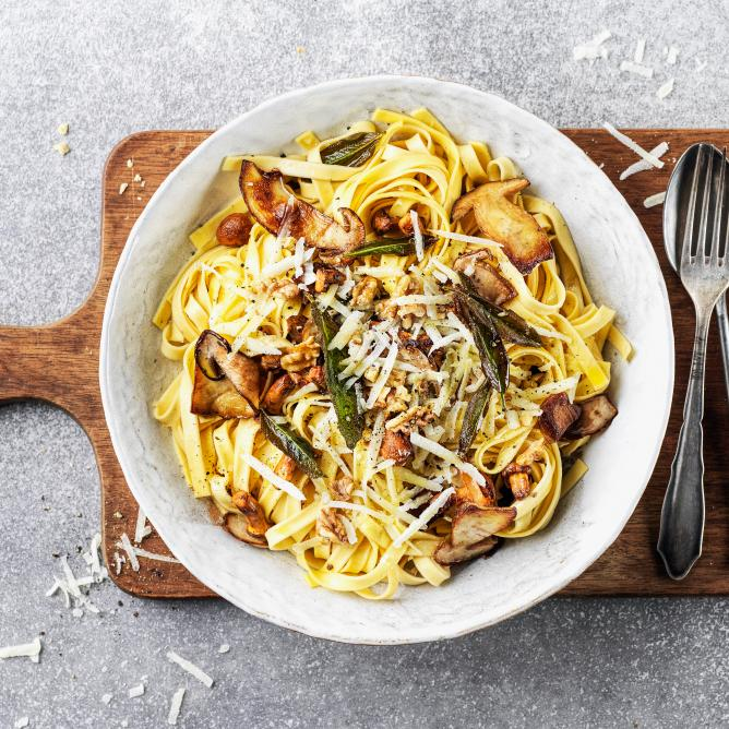 Tagliatelle with mushrooms, sage and walnuts
