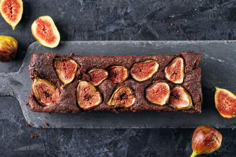 Moist fig and chocolate cake
