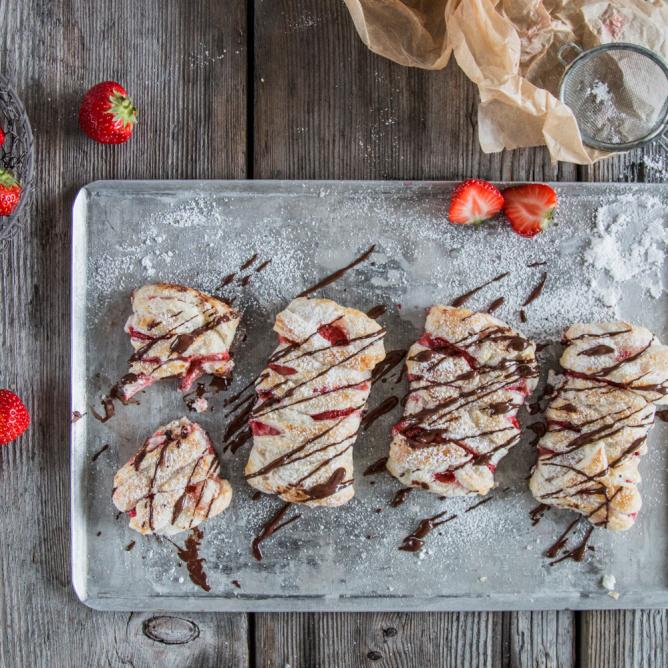 Mini strawberry strudel
