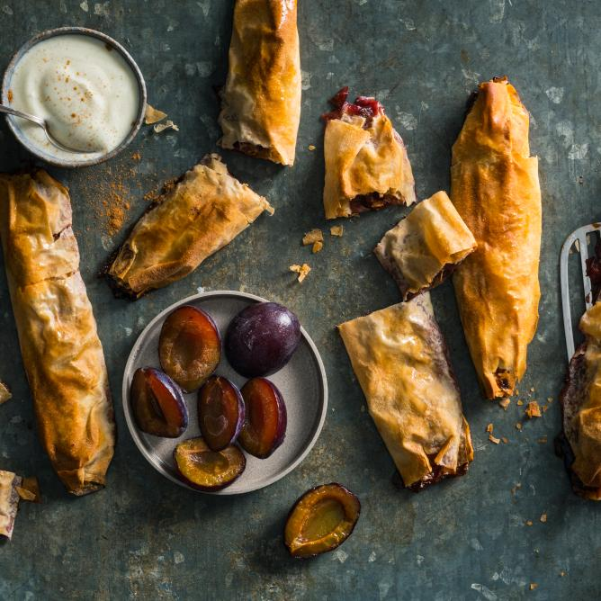 Plum rolls with yoghurt dressing