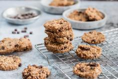 Quinoa and millet cookies with chocolate chunks