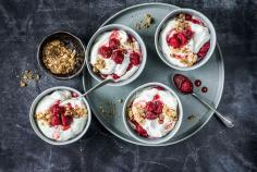 Quark cream with gingerbread crumble