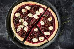 Pizza with beetroot and mascarpone