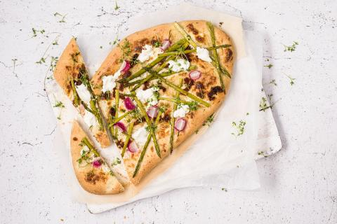 Pizza bianca with asparagus and cress