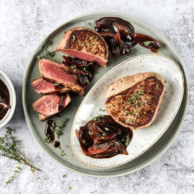 Beef fillet medallions with shallot and balsamic sauce