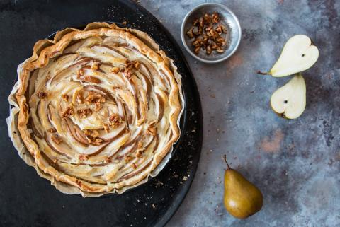 Pear tart with puff pastry
