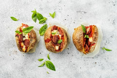 Baked potatoes façon pizza