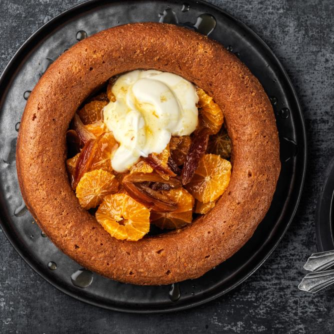 Savarin with clementine and date salad