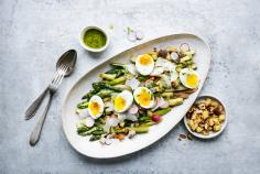Fried asparagus salad with eggs