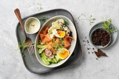 Potatoes, salmon and pumpernickel bowl