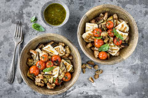 Grilled bread salad with halloumi