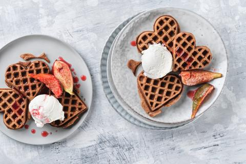 Chocolate waffles with figs