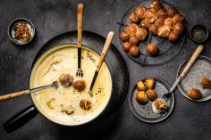 Onion fondue with lye rolls