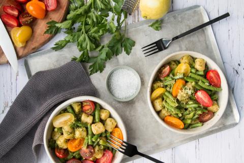 Salade de gnocchis aux haricots verts et à la sauce au pesto