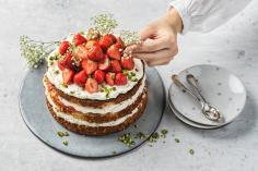 Strawberry & elderflower cake