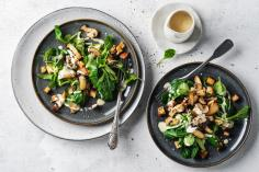 Lamb's lettuce with tofu and mushrooms