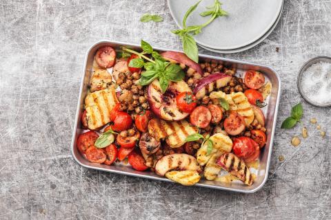 Grillierter Nektarinen-Halloumi-Salat