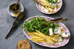 Caramelized asparagus with rocket salad