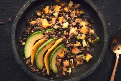 Lentil salad with avocado and mango slices