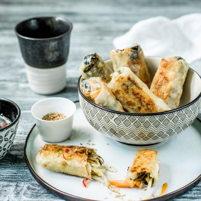 Chinese spring rolls with sweet chilli sauce