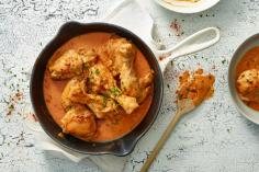 Chicken with sweet pepper sauce