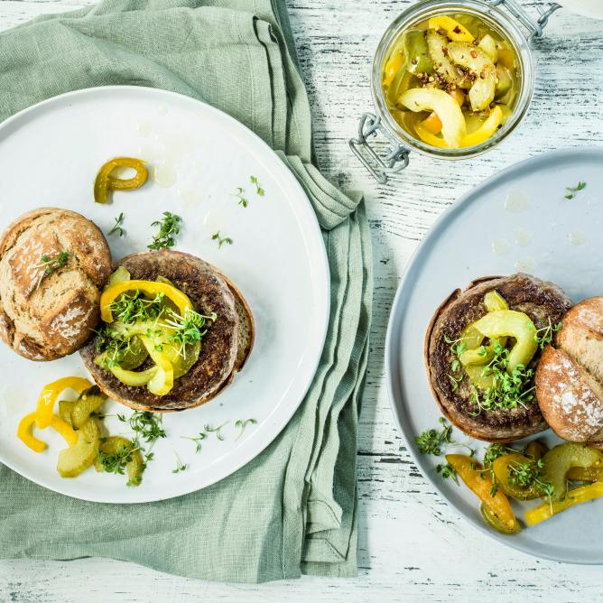 Burgers with cucumber & pepper relish