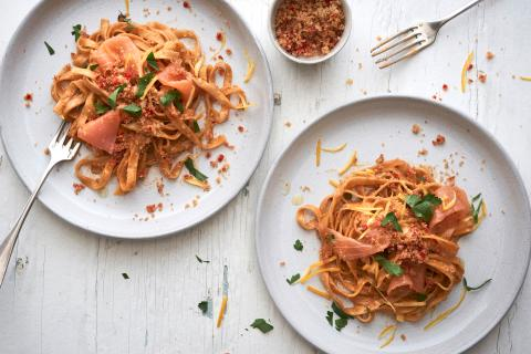 Tagliatelle with spicy salmon sauce