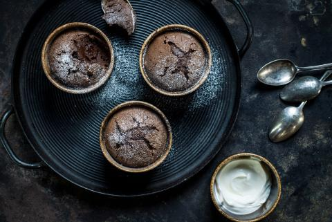 Warm chocolate cup cakes
